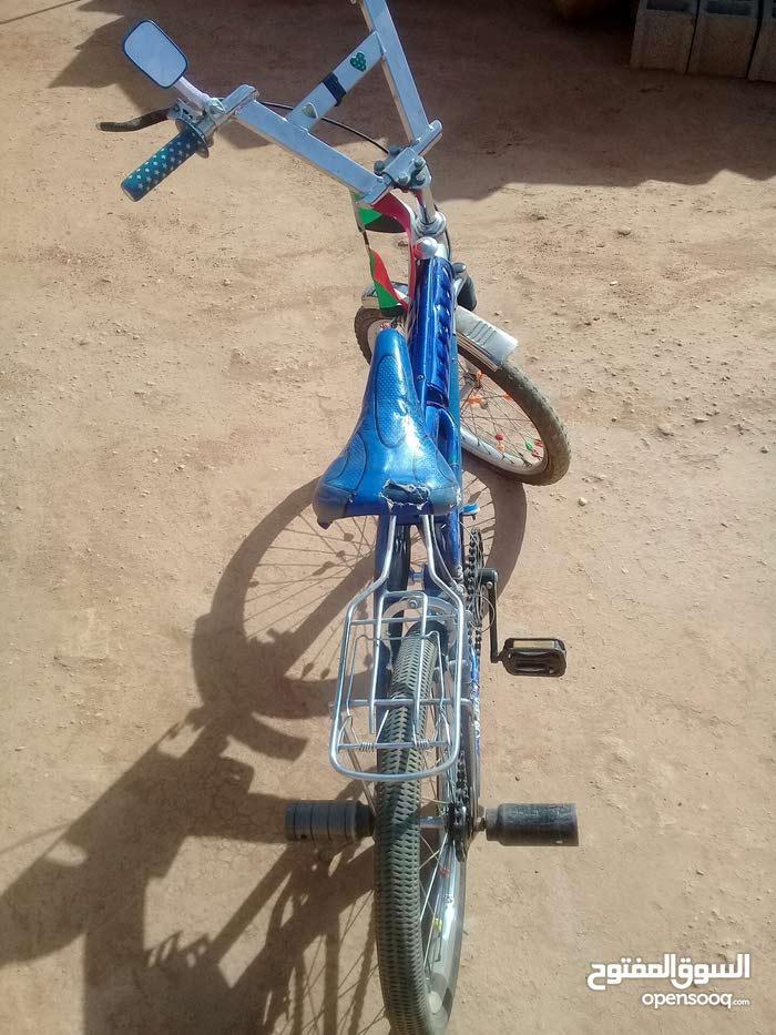 عجلة اندلوسية لونه ازرق مستعملة