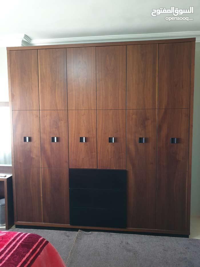 غرفة نوم ماستر خشب جوز + غرفة نوم شباب جلد اسود للبيع بحالة ممتازة جديدة