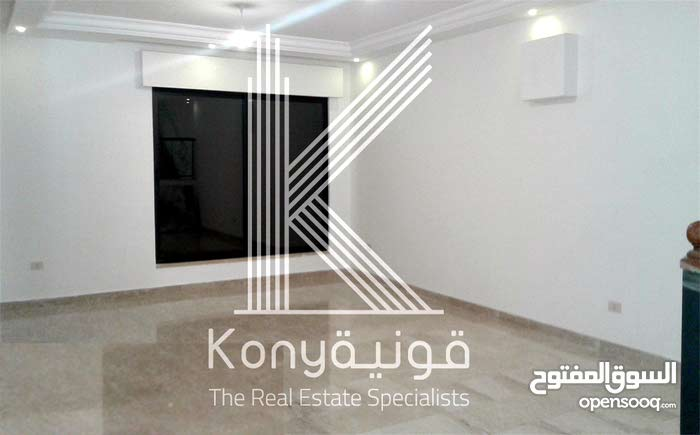 Villa consisting 3 Rooms and More than 4 Bathrooms is available for sale