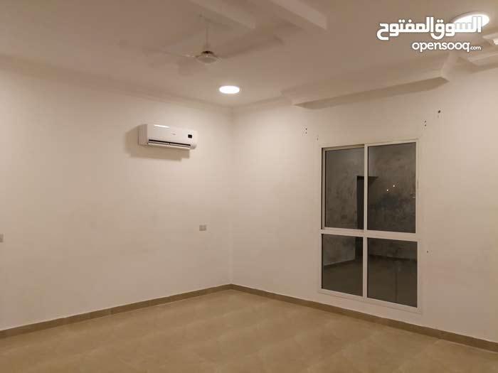 شقة أرضية في المعبيلة ب29 ألف فقط