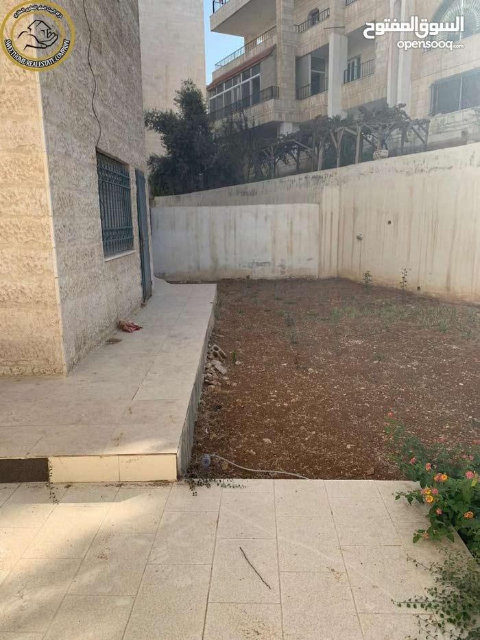 شقة ارضية مفروشة مميزة للبيع بالقرب من الهوليدي ان 150م مع حديقة وترسات 150م بسعر 120000