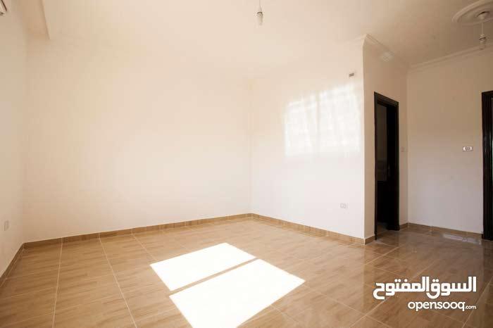 شقة طابق ثالث 134م ذات اطلالة في ابو علندا الجديدة