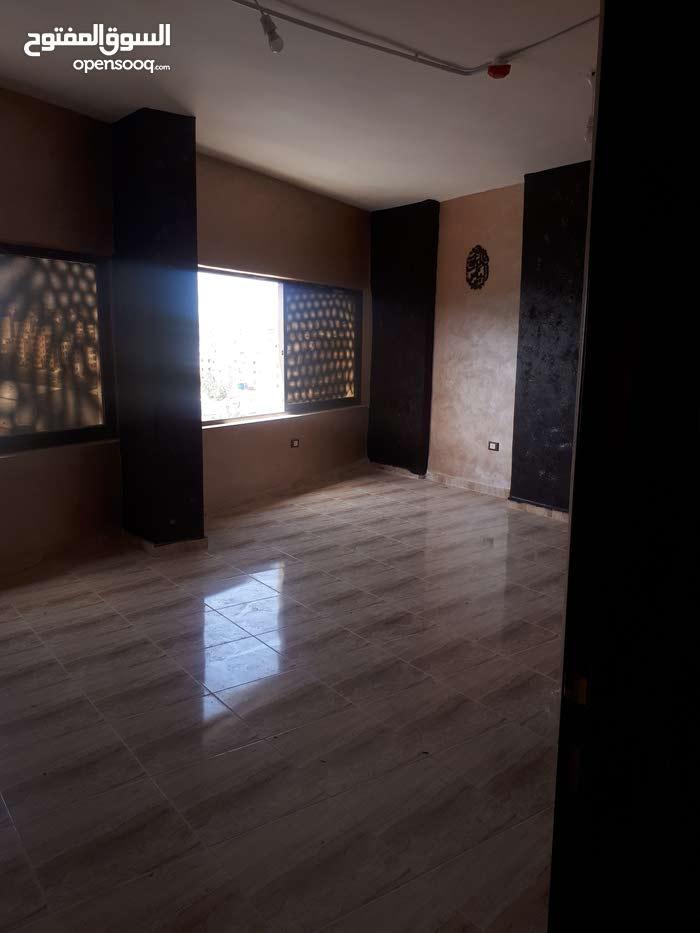 مكتب للايجار مساحة60 متر مربع بالطريق المؤدي لعبدون بعد بافليون مول