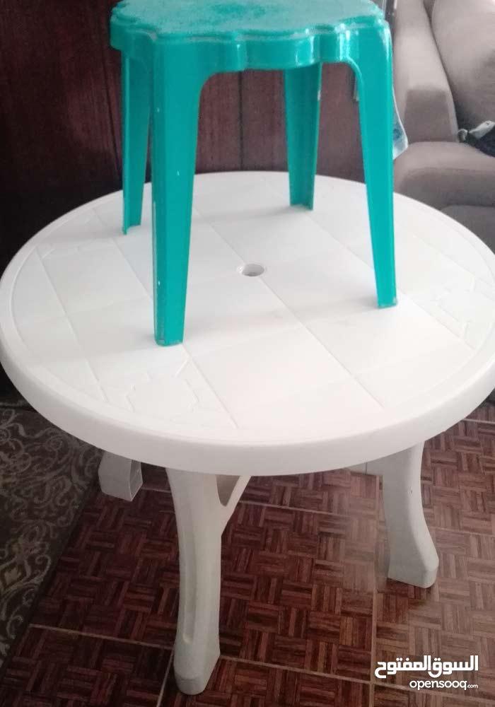 طاولة بلاستيك