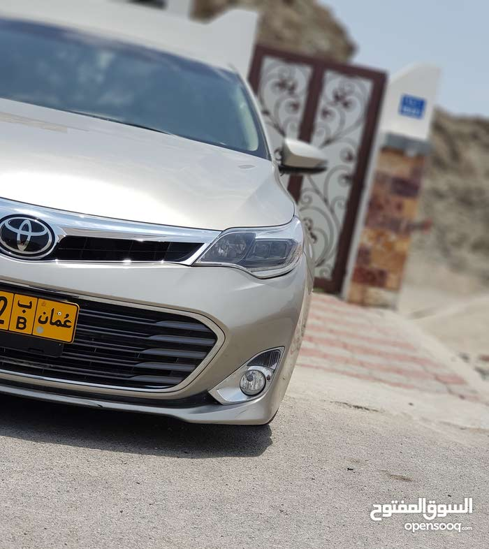 1 - 9,999 km Toyota Avalon 2014 for sale