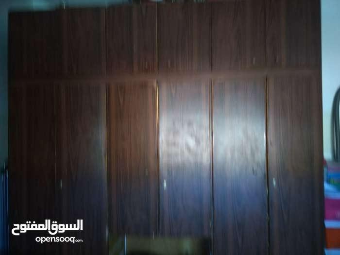 خزانة شبابية  للبيع خشب لاتيه 18 طابقين فورمايكا