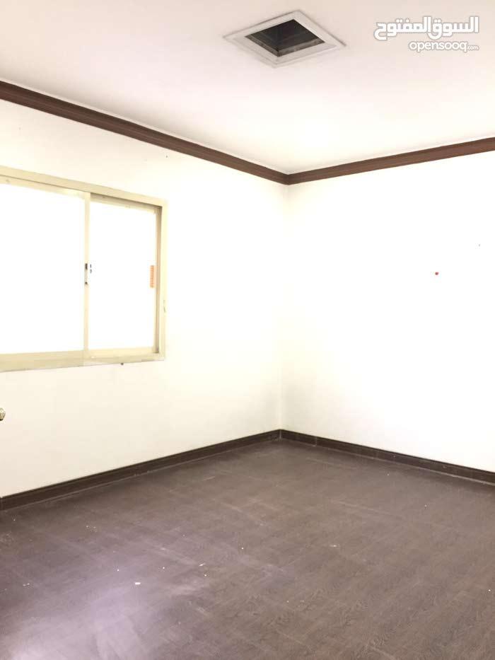 للايجار شقة غرفتين كبيرة في حولي