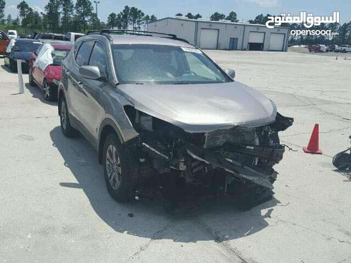 Used condition Hyundai Santa Fe 2015 with 40,000 - 49,999 km mileage