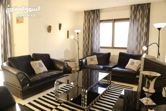شقة مفروشة للإيجار أم السماق 200م
