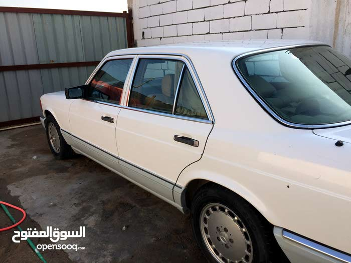 Used condition Mercedes Benz 300 SE 1988 with  km mileage
