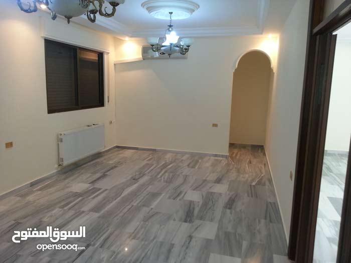 شقة للبيع من المالك مباشرة .طابق ارضي مساحة 174م في ضاحية الياسمين