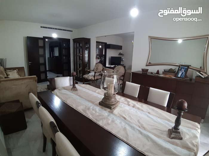 شقة للبيع بسعر مغري 400الف$مطلة عاحرش بيروت 190 متر 3نوم صالون سفرة واعدة