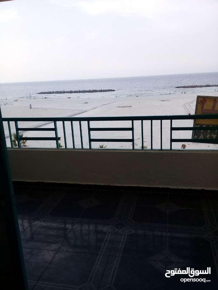 شقة اول مطل على البحر مباشرة