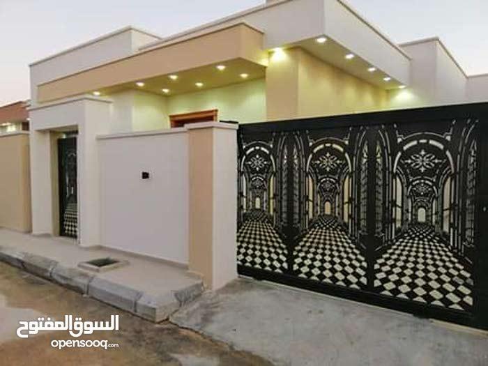 3فيلات أرضية للبيع ألموقع عين زارة  بقرب مسجد الحارتي  ومدارس ال عمران......  وب