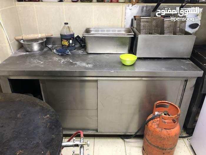 ادوات مطعم للبيع مستعملة