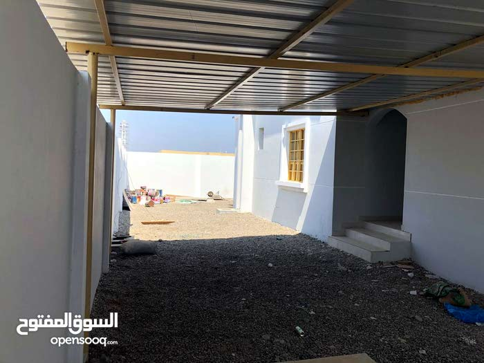 280 sqm  Villa for sale in Shinas