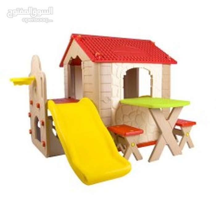 بيت مع سحسيلة ومقاعد لأطفال الحضانات والروضات
