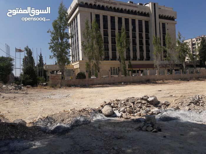ارض 2100 متر في عمان شارع الجامعه الاردنيه