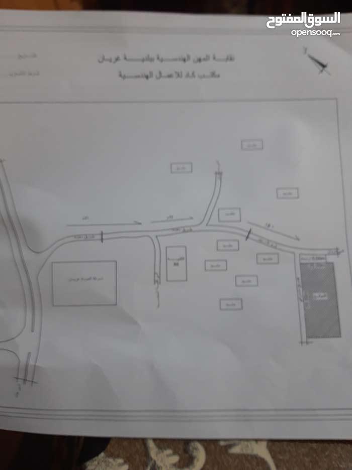 قطعه ارض بادرتن موضحه في الصوره في جهة اليمين واجهتين 25×55 .الهاتف0913806906