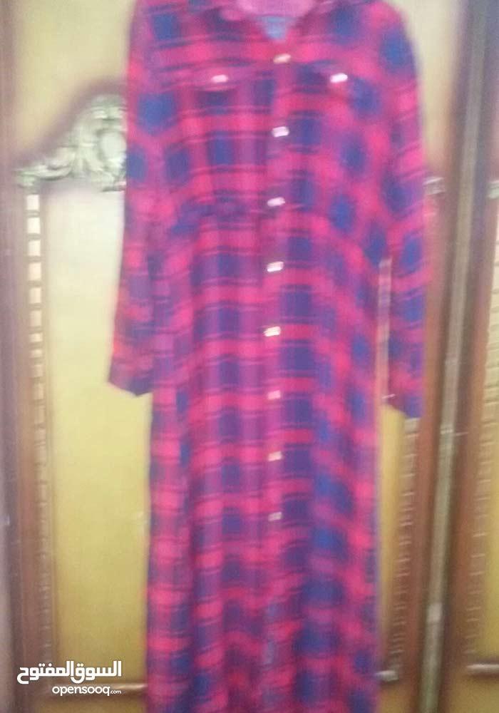 فستان كروهات احمر مع كحلي