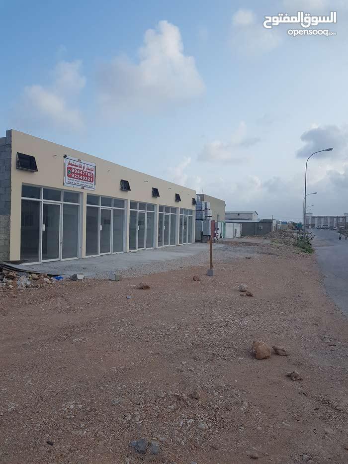 صناعية للإستثمار علي شارعين 30متر جاهز جاهزة كهرباء وعدادت ماء بناء جديد