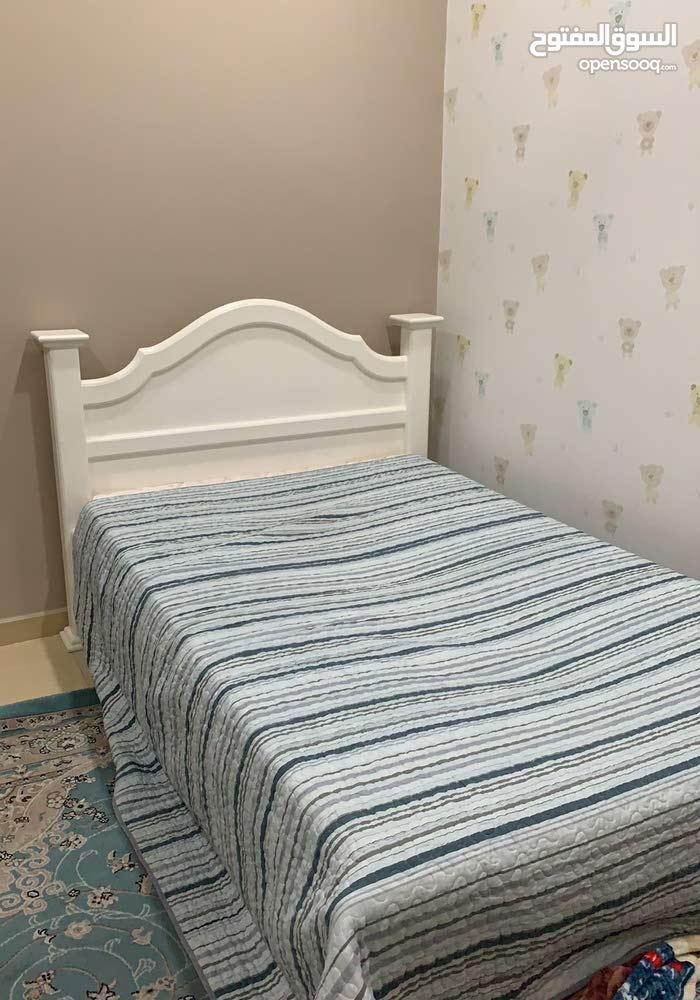 سرير للبيع اسخدام فتره بسيطه