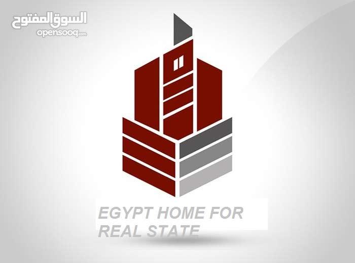 عقار بمنطقه مميزه بمصر الجديده للبيع مساحه 650 متر مكون ارضى +6 اداور  + 3 محلات كبار