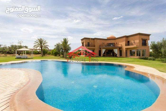 Magnifique ferme équipée de 70000m avec villa et piscine en vente à Marrkch