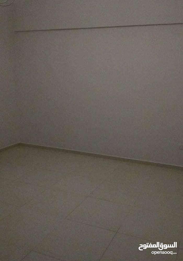 شقة نصف مفروشة للايجار في الحد