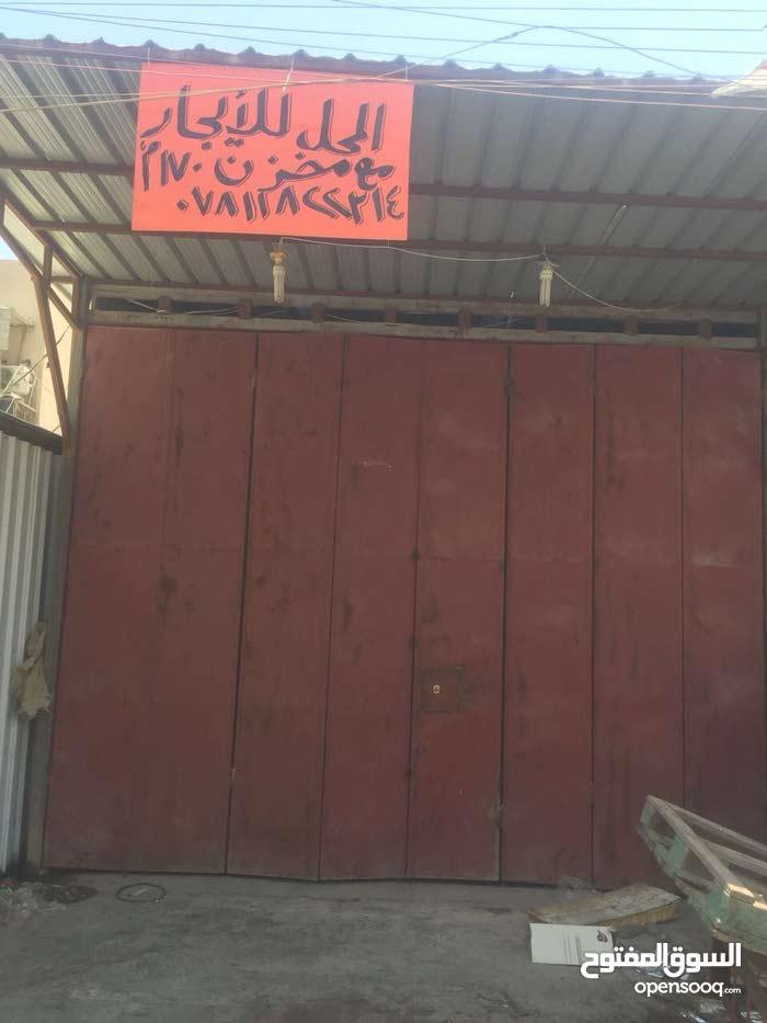 مخزن ومستودع ومحل عباره عن جملون على شارع تجاري حركه ممتازه.