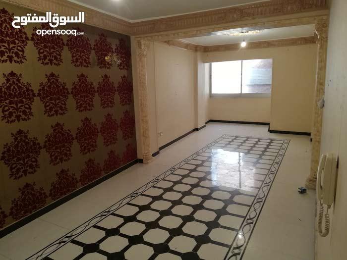شقه للبيع بسيدي بشر بحري 40شارع صالح ولايوجد فصال