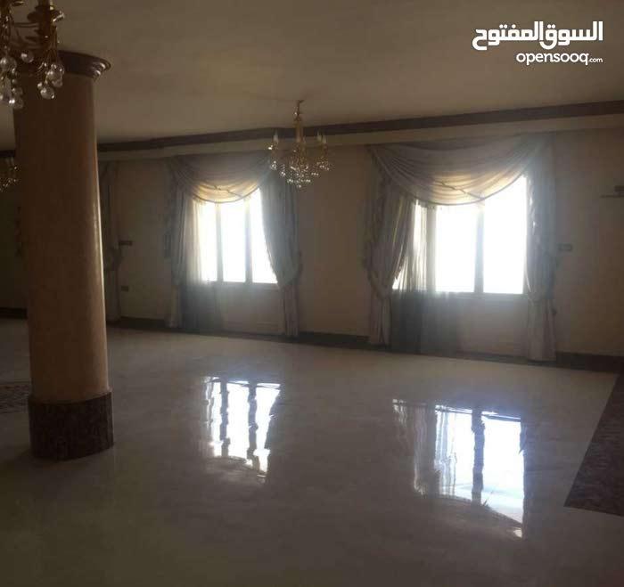 شقة مميزة 450م - للايجار سكني او أداري مقر شركة بالحي الاول بالقرب من الجامعة