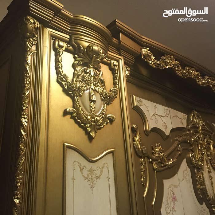 غرفة نوم ملكية فخمة بحالة ممتازة للبيع في الشارقة بسعر مغري