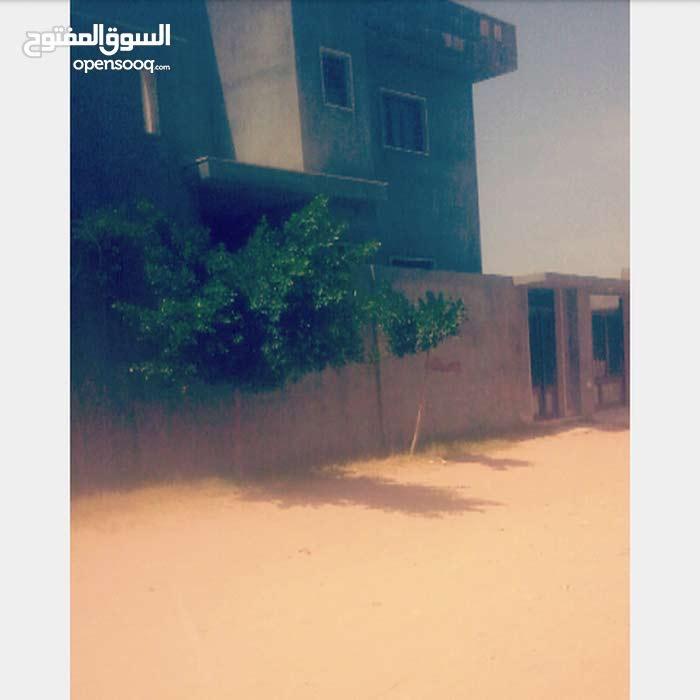 ب الحي الجامعي ب القرب من البوابة الخلفية ل جامعة طرابلس