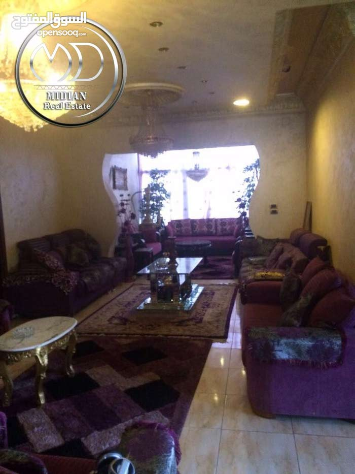 10 - 19 years Villas Homes for sale in Amman consists of: 4 Rooms and More than 4 Bathrooms