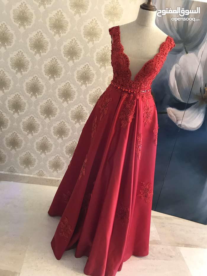 فستان خطبه مميز للبيع ملبوس لبسه واحده