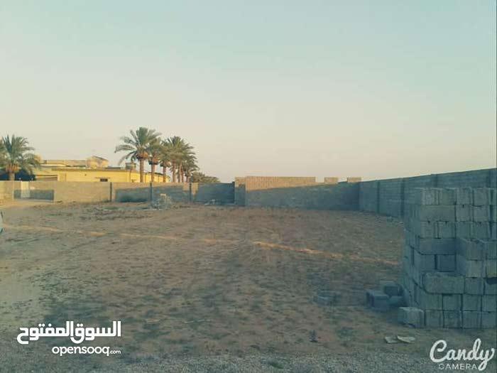 السلام  عليكم  يتوفر لذينا{ 3 }عروض للبيع بالقرب من مسجد الشورى تجاري وسكني