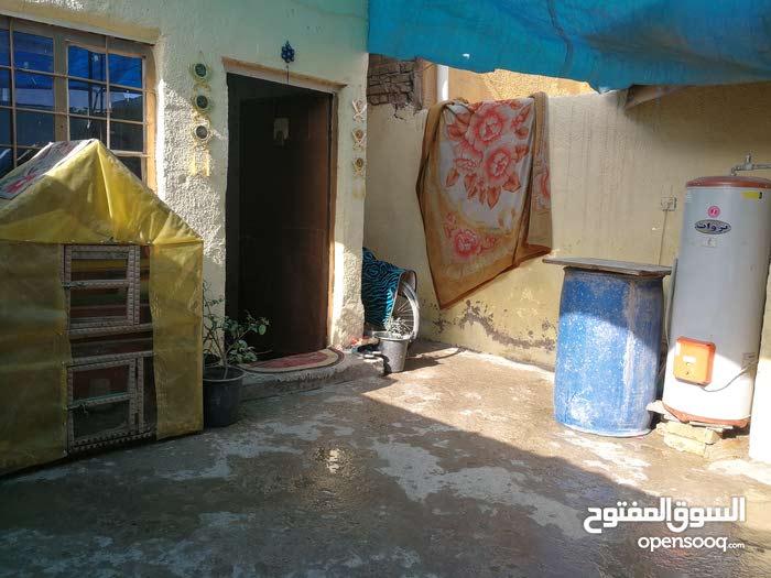 بيت تجاوز 110 متر 5*22 الحبيبية بين الشقق السكنية وبين مستشفى الولادة خلف منظمة
