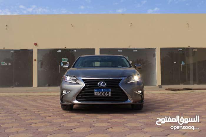 Used condition Lexus ES 2016 with 10,000 - 19,999 km mileage