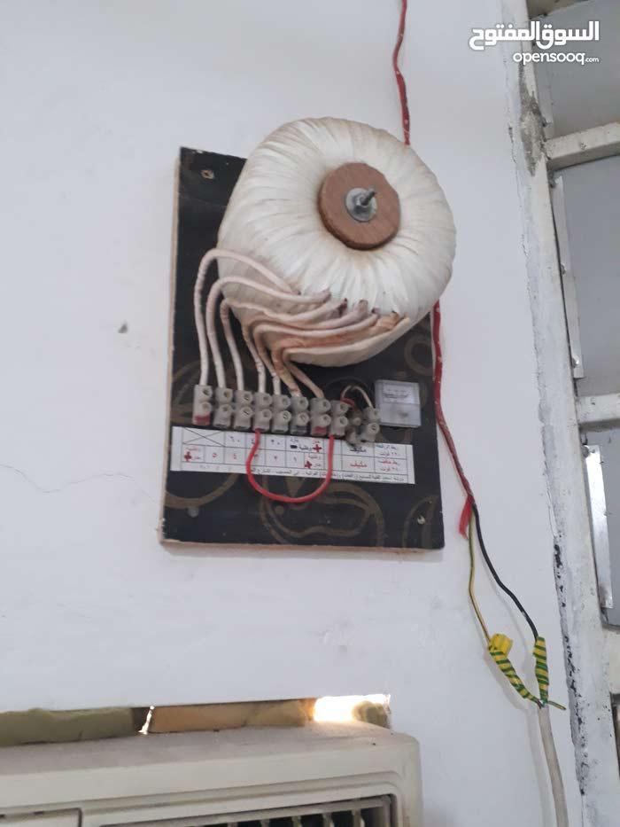 رافعات لكهرباء في البصره