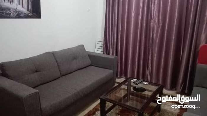 شقة بيت و صالة مؤثثة للإجار بحي الواحات قرب كل المصحات و المرافق
