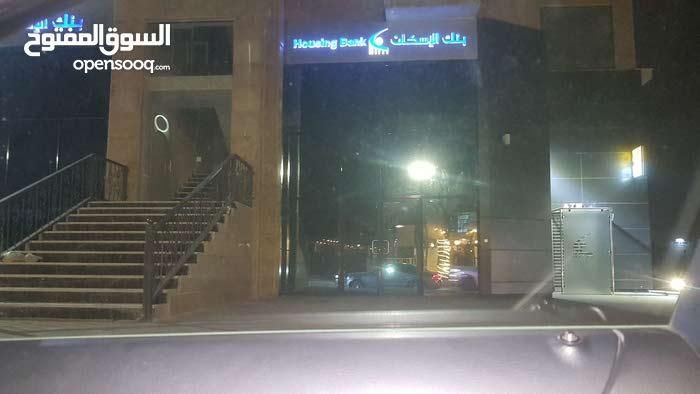 مكتب جديد طابق ثاني مساحة 35 متر في الرابيه في عمارة بنك الاسكان