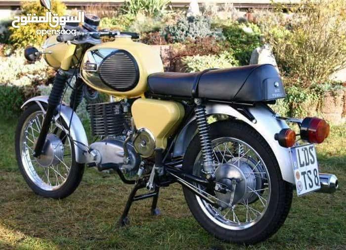 السلام عليكم شباب مطلوب دراجه امزت للبيع اصولي موديل 81 او 82 العنده لا يقصر