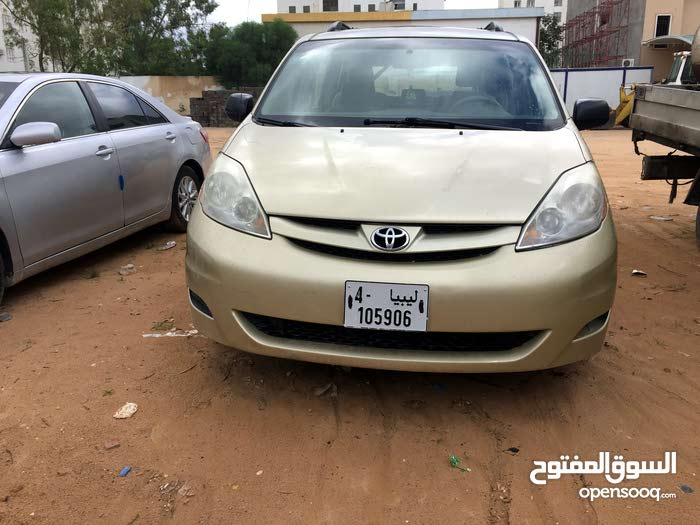 Used condition Toyota Sienta 2008 with  km mileage