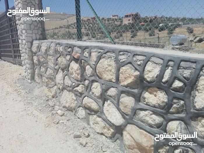 بناء شاليهات بناء سناسل  حجريه وجدران حجريه بكفاله مع كحله زصبه