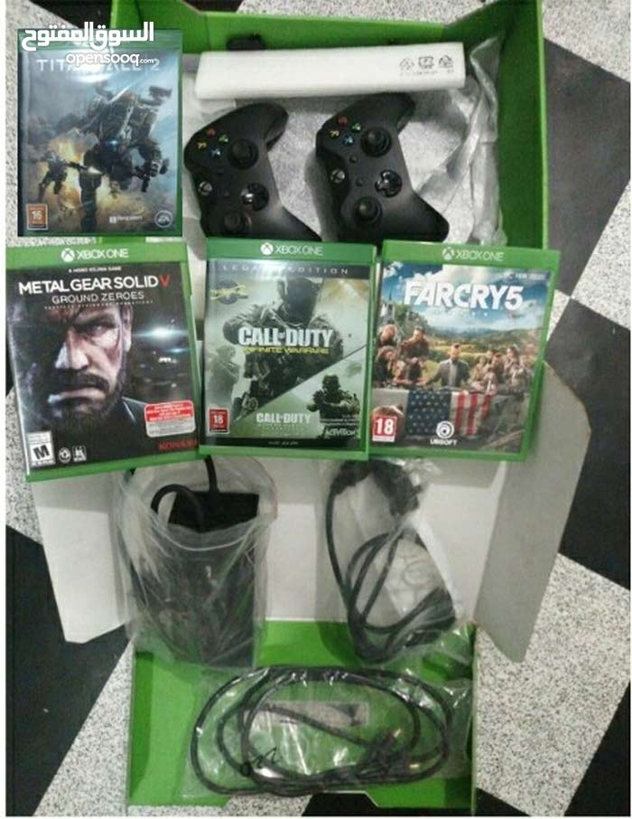 xbox One (rarely Used with 02 controllers + 04 Games) box with all accessories