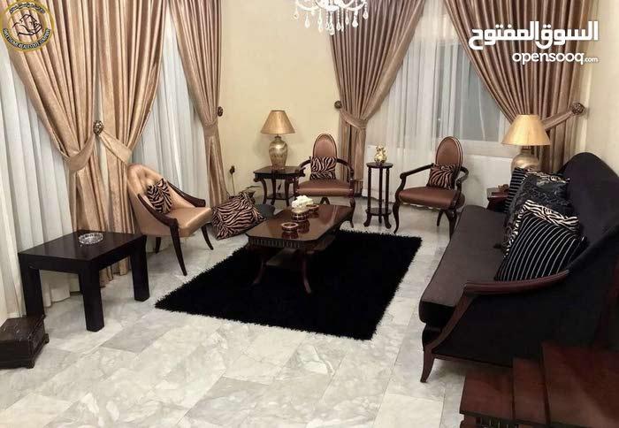 شقة مميزة للبيع في ام اذينة طابق ثالث 180م
