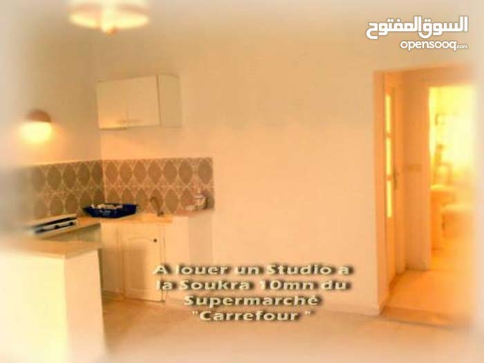 شقة مؤثثة نضيفة في حي راقي بسكرة