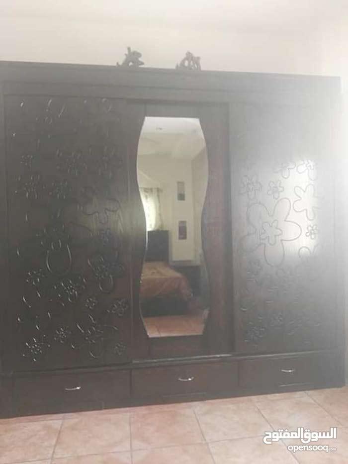 أثاث بيت للبيع بحاله جيده جدا غرفة نوم وفرش عربي كامل وطاولة تلفزيون وديجه نوع