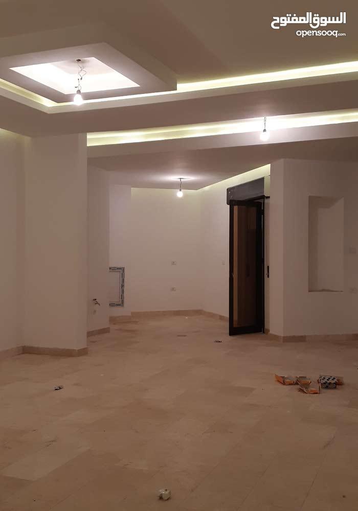 شقة جديدة الدور الأول للبيع في زاوية الدهماني